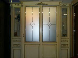 Классический шкаф купе массив с фацетными зеркалами и гравировкой Чита