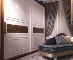 Шкаф купе с декоративным молдингом по периметру Чита