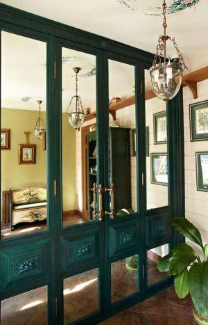 Распашные двери филенкой и декоративными накладками Чита